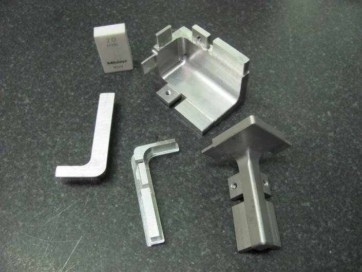 Pezzi d'arredamento in alluminio fresati